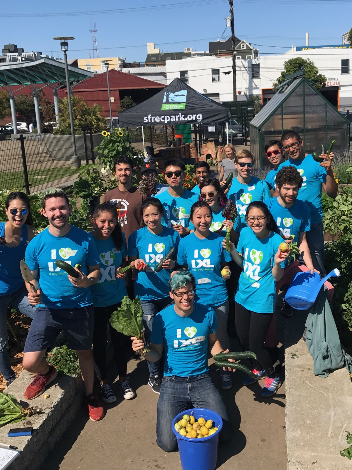 Great Outdoors: IXLers Beautify a Bay Area Park